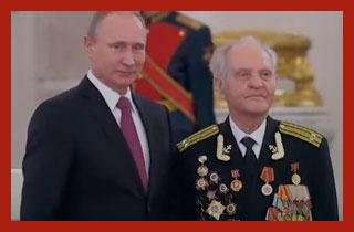 военный пенсионер с Путиным
