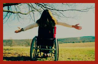 девушка инвалид на земле