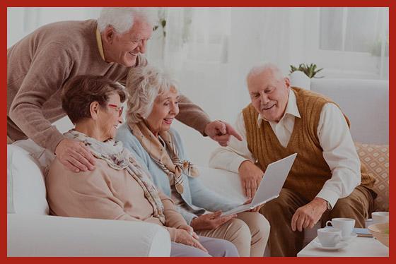 пенсионеры обсуждают пенсионную реформу