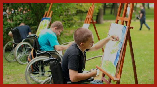 дети инвалиды рисуют на природе