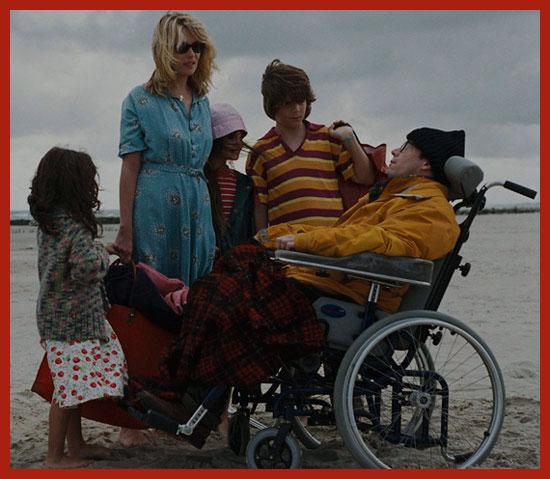 инвалид с семьей