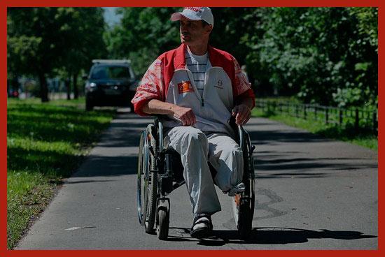 инвалид на прогулке