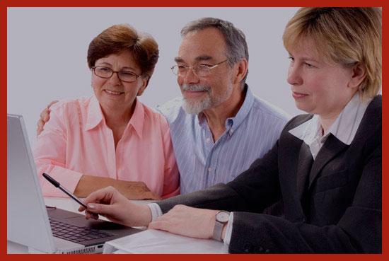 пенсионеры получают кредит в банке