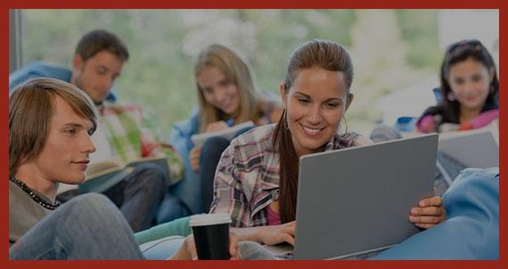 молодые студенты учатся
