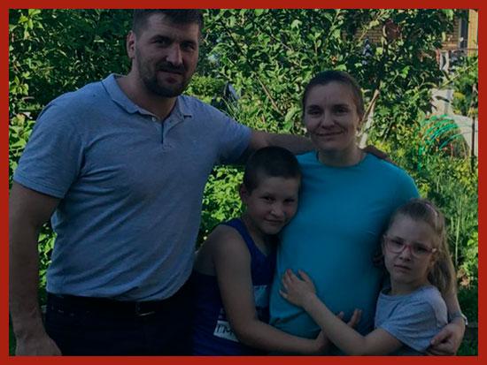 семья ждет третьего ребенка