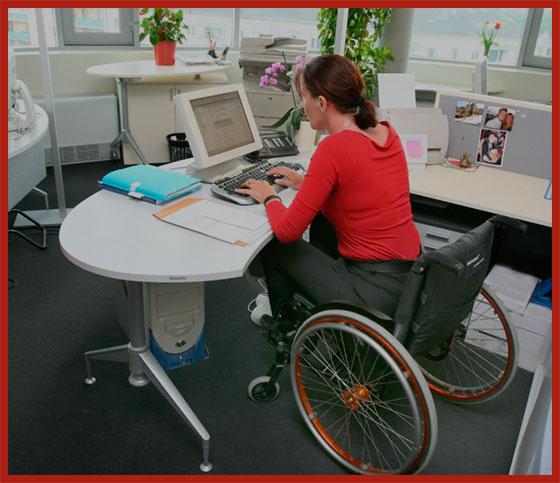 девушка инвалид за работой