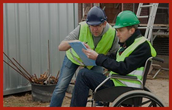 трудоустроенный инвалид на работе