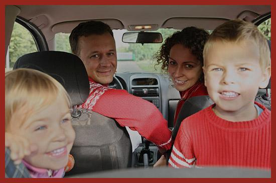 многодетная семья в автомобиле