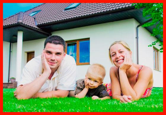 молодая семья построила дом